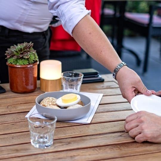 Brunch voor thuis bestellen kan bij restaurant de Eetvilla. Samen genieten van een uitgebreide brunch voor de hele familie en vrienden.