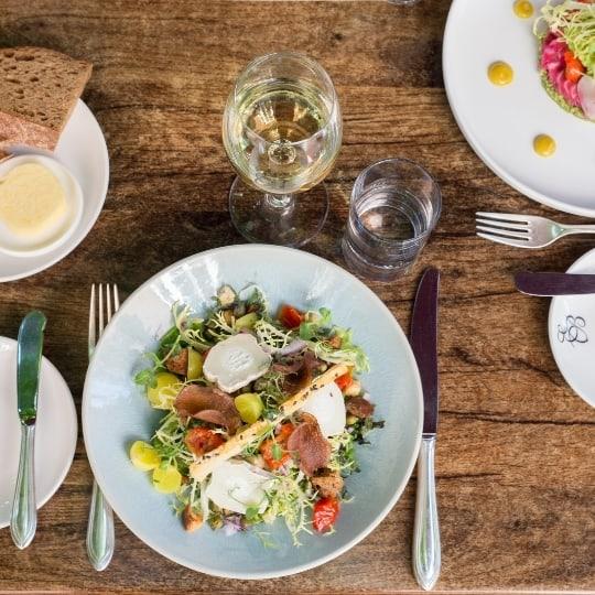 Ben je gek op een middag tafelen met allemaal lekkere hapjes? Dan is een brunch in Soest bij de Eetvilla iets voor jou!