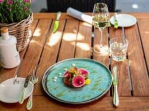 Terras open. Menu voor thuis is heerlijk genieten tijdens lunch of diner van restaurant de Eetvilla in Soest.