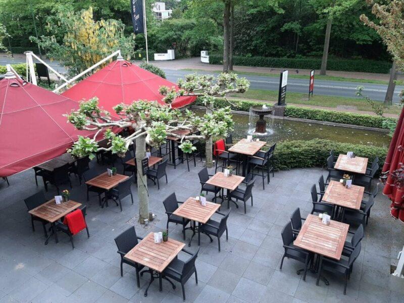 Lekker terrasje pakken voor een heerlijk lunch, borrel of diner? Welkom bij de Eetvilla in Soest.